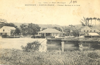 Martinique. Fort-de-France. L'Arsenal maritime et sa darse |